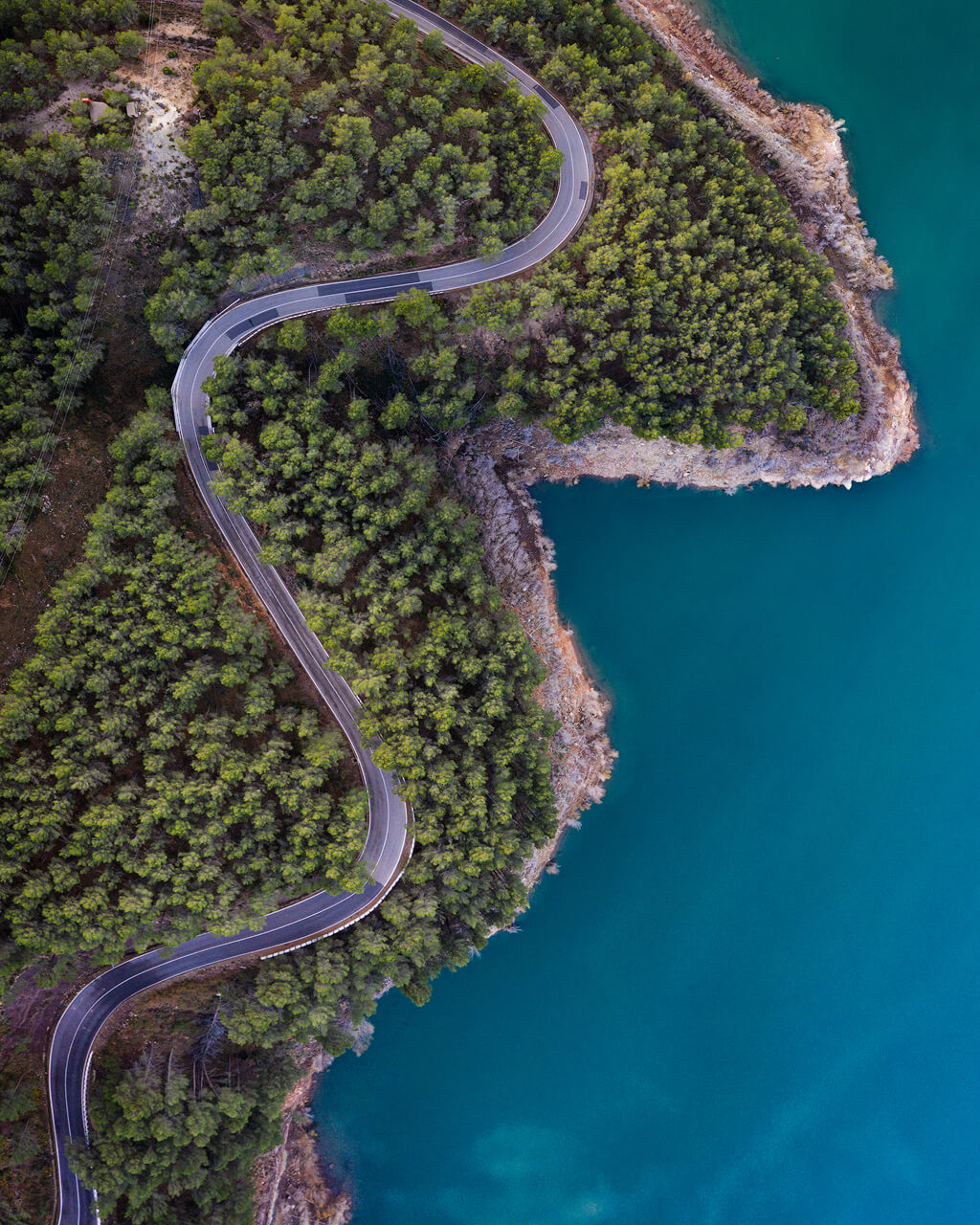 Carretera Serpiente Cerca De Embalse Arenos - DJI Mavic2 Pro